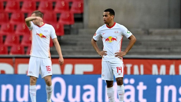 COLOGNE, GERMANY - APRIL 20: Tyler Adams of RB Leipzig  looks dejected after they concede their second goal during the Bundesliga match between 1. FC Koeln and RB Leipzig at RheinEnergieStadion on April 20, 2021 in Cologne, Germany. Sporting stadiums around Germany remain under strict restrictions due to the Coronavirus Pandemic as Government social distancing laws prohibit fans inside venues resulting in games being played behind closed doors. (Photo by Sascha Steinbach - Pool/Getty Images)