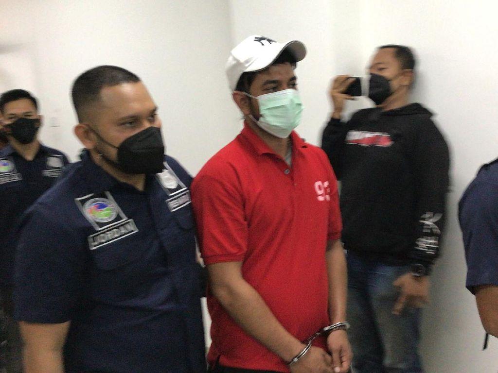 Ups! Rio Reifan Digerebek Polisi Saat Kurir Datang Antar Sabu