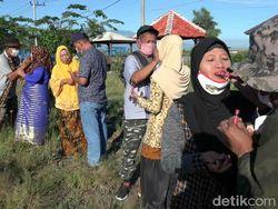 Para Suami di Kota Probolinggo Isi Hari Kartini dengan Rias Wajah Istri