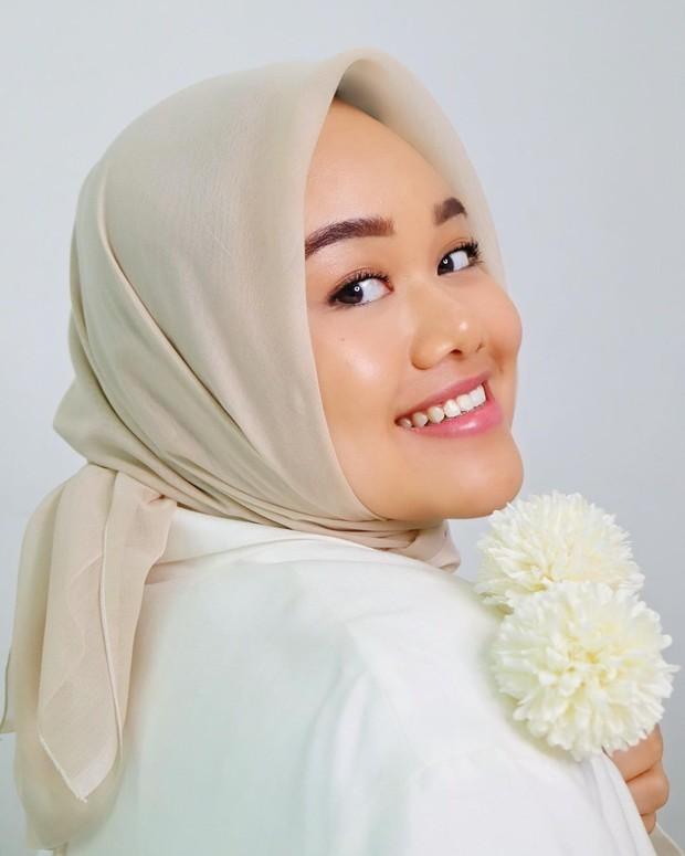 Dewy Makeup membuat kulit tampak lebih bercahaya dan cerah/instagram.com/fatyabiya