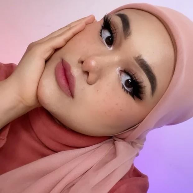 Fake Freckles Makeup membuat kesan ala wanita bule/instagram.com/fatyabiya