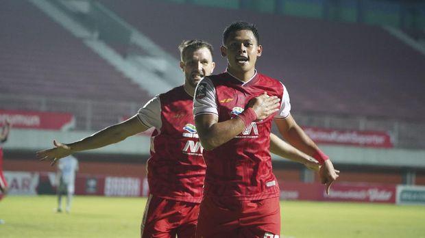 Persija Jakarta berhasil unggul 2-0 atas Persib Bandung pada babak pertama leg pertama final Piala Menpora 2021 di Stadion Maguwoharjo, Sleman, Kamis (22/4).