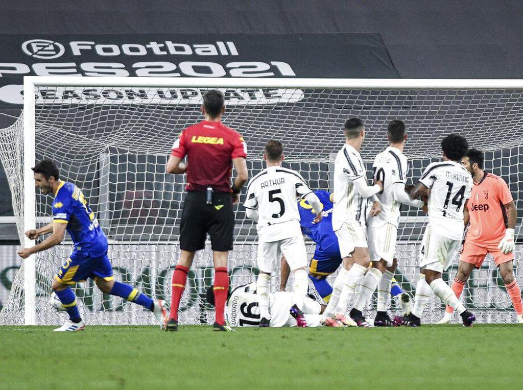 Ronaldo Lagi-lagi Tak Efektif Jadi Pagar Betis, Saatnya Diganti?