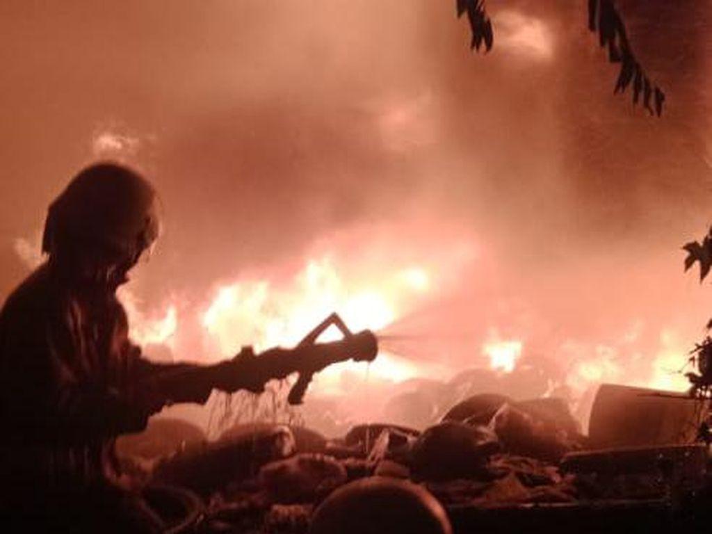 Kebakaran Rumah di Palmerah Jakbar, 19 Unit Damkar Dikerahkan
