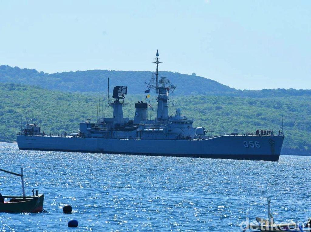 6 KRI Ada di Banyuwangi Cari Kapal Selam Nanggala-402 yang Hilang
