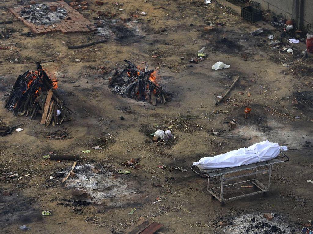 Mayat Bergelimpangan di India, Lapangan Parkir Jadi Tempat Kremasi