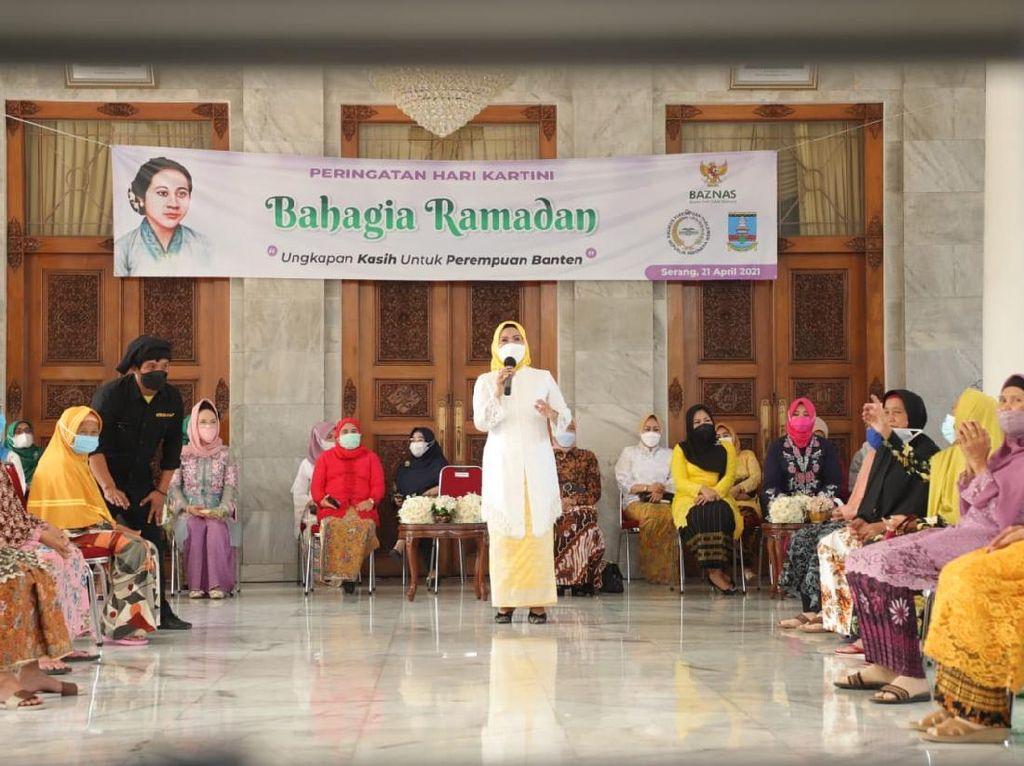 Momen Hari Kartini, Bupati Serang-KPP RI Hibur 50 Lansia
