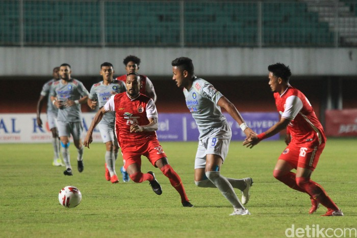 Tuntas sudah leg pertama final Piala Menpora 2021 antara Persija Jakarta vs Persib Bandung. Macan Kemayoran menang 2-0 lewat dua gol cepat di babak pertama.