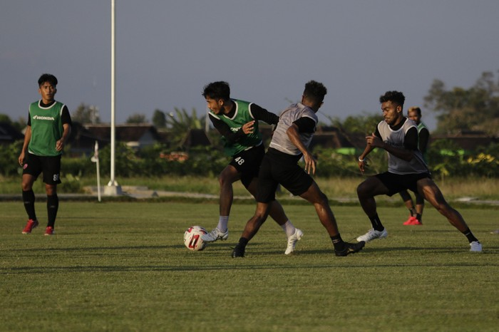 PSM Makassar menjelang laga melawan PSS Sleman untuk perebutan tempat ketiga Piala Menpora 2021. Kredit foto dari dokumentasi PSM Makassar