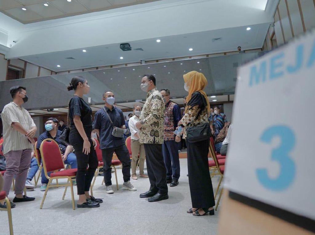 Raisa-Denny Chandra Suntik Vaksin COVID di Balai Kota DKI Hari Ini