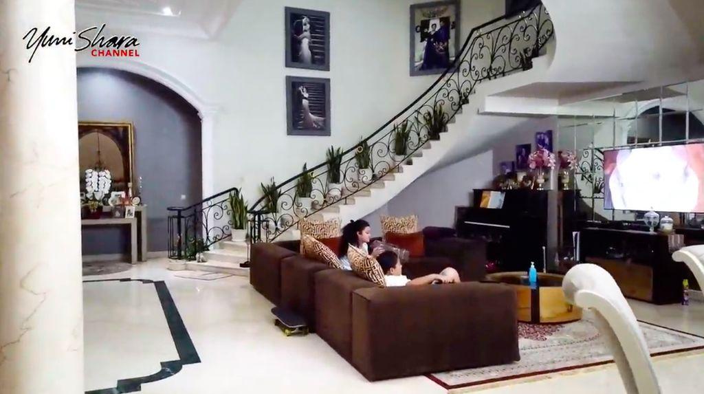 9 Potret Rumah Mewah Krisdayanti, Ada Kolam Renang dan Lapangan Badminton