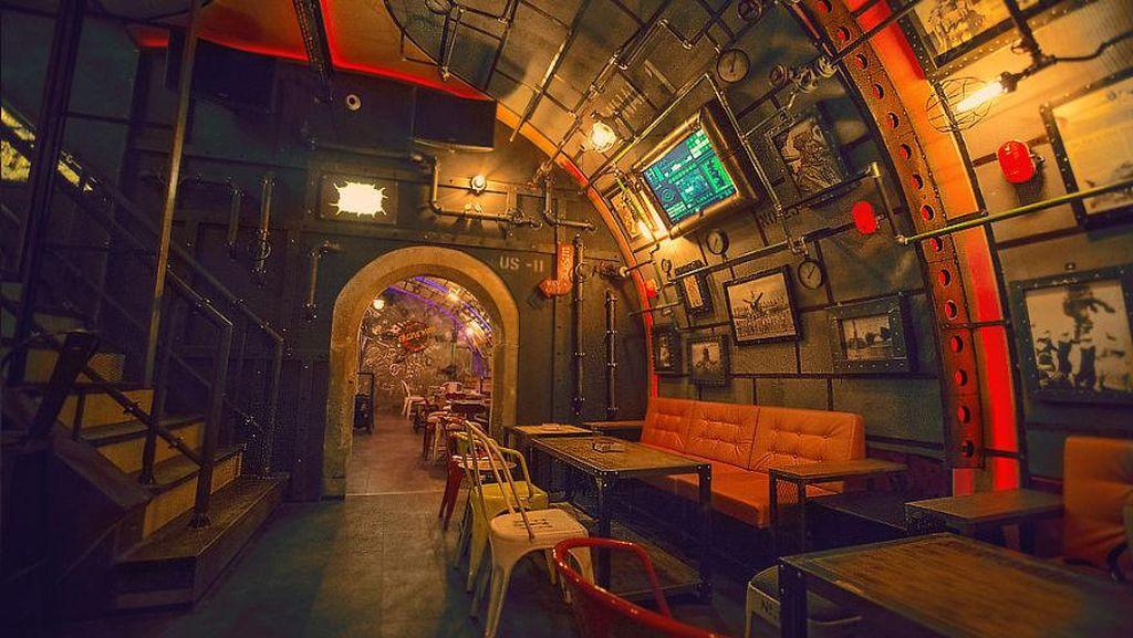 Steampunk Submarine, Bar Gaya Kapal Selam yang Memukau