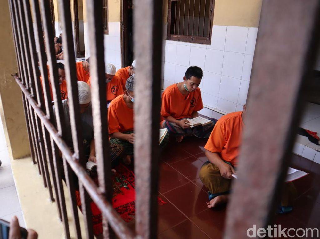 Gairah Tahanan Mapolresta Blitar Mengais Pahala di Balik Jeruji Penjara