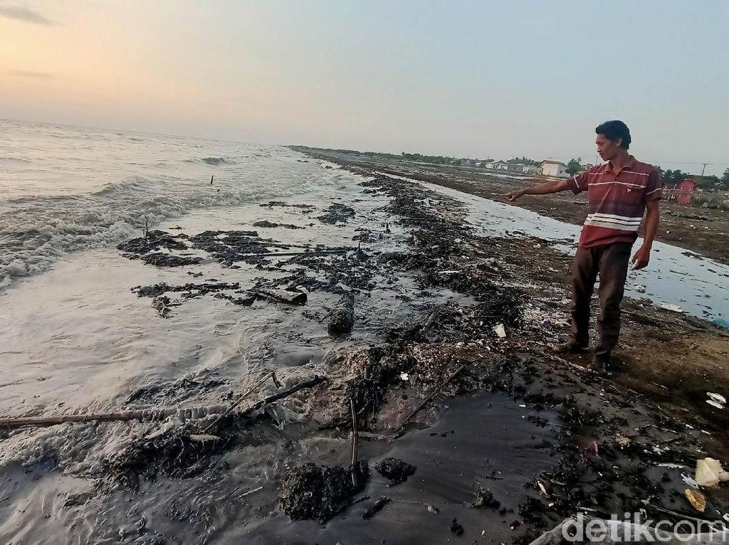Respons Bupati Cellica soal Tumpahan Minyak di Pantai Karawang