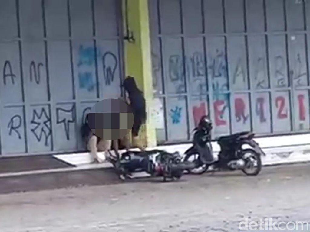 Viral Video Pemuda Brutal Tendang Dua Remaja Cianjur