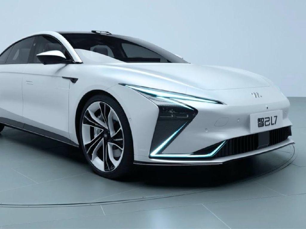 Mobil Listrik China Zhiji L7 Ini Bisa Dicas Tanpa Kabel