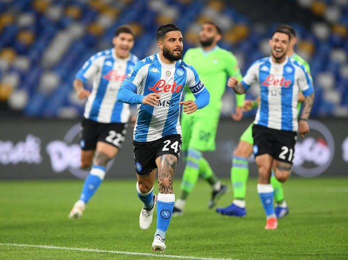 NAPLES, ITALY - APRIL 22: Lorenzo Insigne of SSC Napoli celebrates after scoring their sides first goal from the penalty spot during the Serie A match between SSC Napoli  and SS Lazio at Stadio Diego Armando Maradona on April 22, 2021 in Naples, Italy. Sporting stadiums around Italy remain under strict restrictions due to the Coronavirus Pandemic as Government social distancing laws prohibit fans inside venues resulting in games being played behind closed doors. (Photo by Francesco Pecoraro/Getty Images)