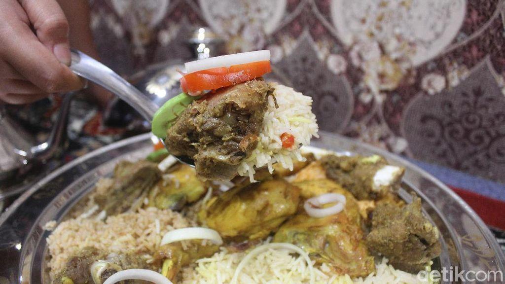 Berbuka Puasa pakai Nasi Mandhi di Restoran Bernuansa Timur Tengah