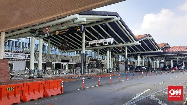 Terminal 1 penerbangan domestik bandara Soekarno-Hatta tampak sepi karena tidak beroperasi sejak awal pandemi Covid-19. CNN Indonesia/Yulia Adiningsih