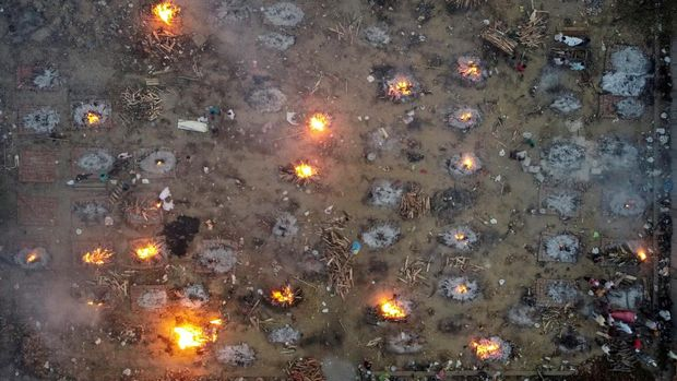 A mass cremation of victims who died due to the coronavirus disease (COVID-19), is seen at a crematorium ground in New Delhi, India, April 22, 2021. Picture taken with a drone. REUTERS/Danish Siddiqui