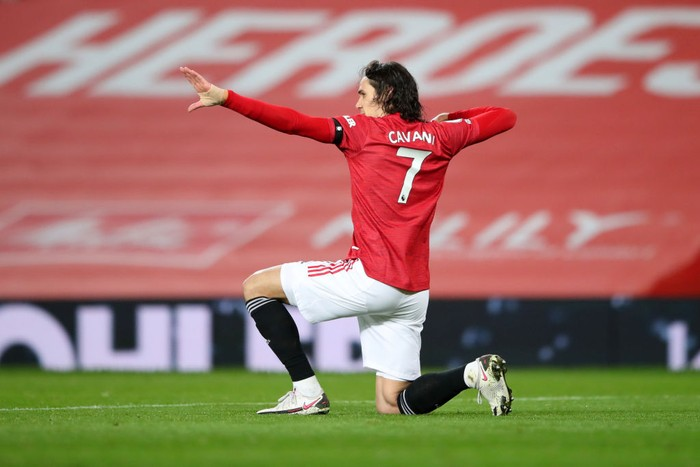 MANCHESTER, ENGLAND - FEBRUARY 06:  Edinson Cavani of Manchester United celebrates after scoring their teams first goal during the Premier League match between Manchester United and Everton at Old Trafford on February 06, 2021 in Manchester, England. Sporting stadiums around the UK remain under strict restrictions due to the Coronavirus Pandemic as Government social distancing laws prohibit fans inside venues resulting in games being played behind closed doors. (Photo by Alex Pantling/Getty Images)
