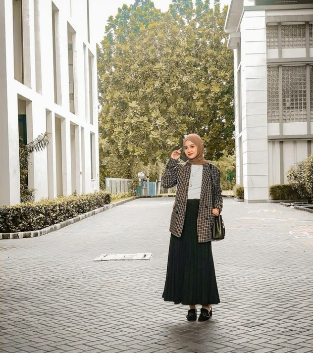 Gaya Awet Muda Linda Kayhz Meskipun Sudah Memiliki Empat Anak