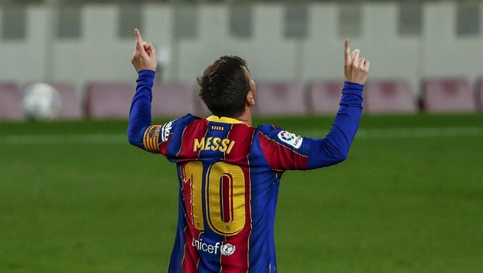 Barcelonas Lionel Messi celebrates after scoring the opening goal during the Spanish La Liga soccer match between FC Barcelona and Getafe at the Camp Nou stadium in Barcelona, Spain, Thursday, April 22, 2021. (AP Photo/Joan Monfort)