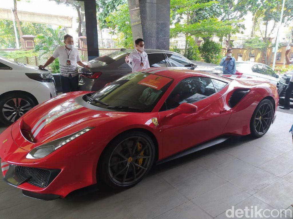 Bareskrim Sita 21 Mobil Milik Tersangka EDCCash: Ada Ferrari dan McLaren