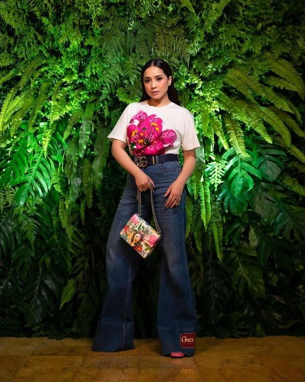 Nagita Slavina tampil dengan look smart casual/instagram.com/raffinagita1717