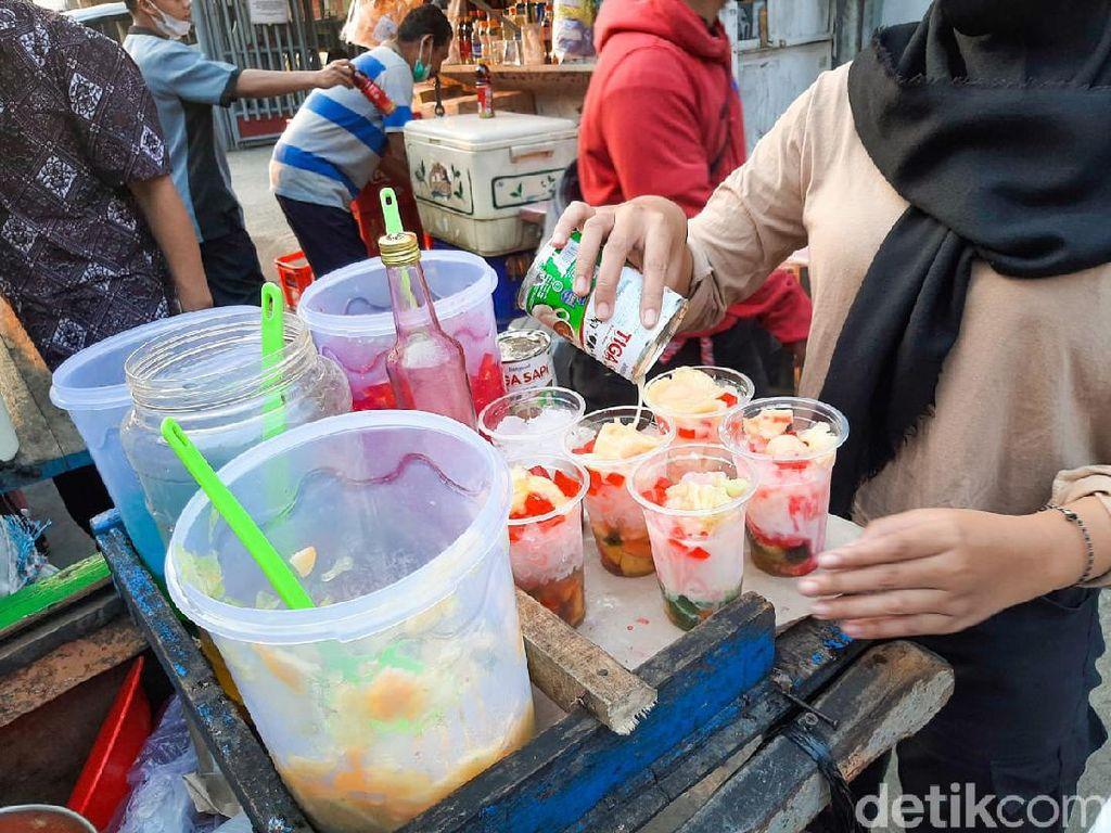 Jajan Rp 20 Ribu di Pasar Takjil Benhil, Dapat Apa Saja Ya?