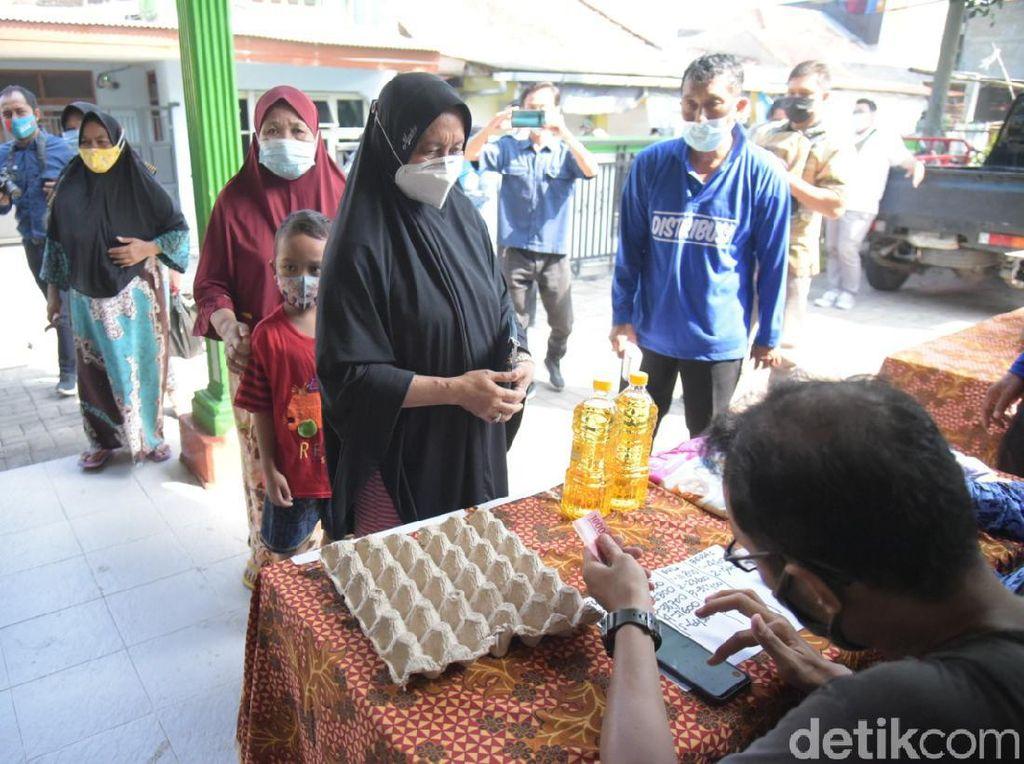 Warga Surabaya Bisa Beli Sembako Murah Saat Ada Operasi Pasar