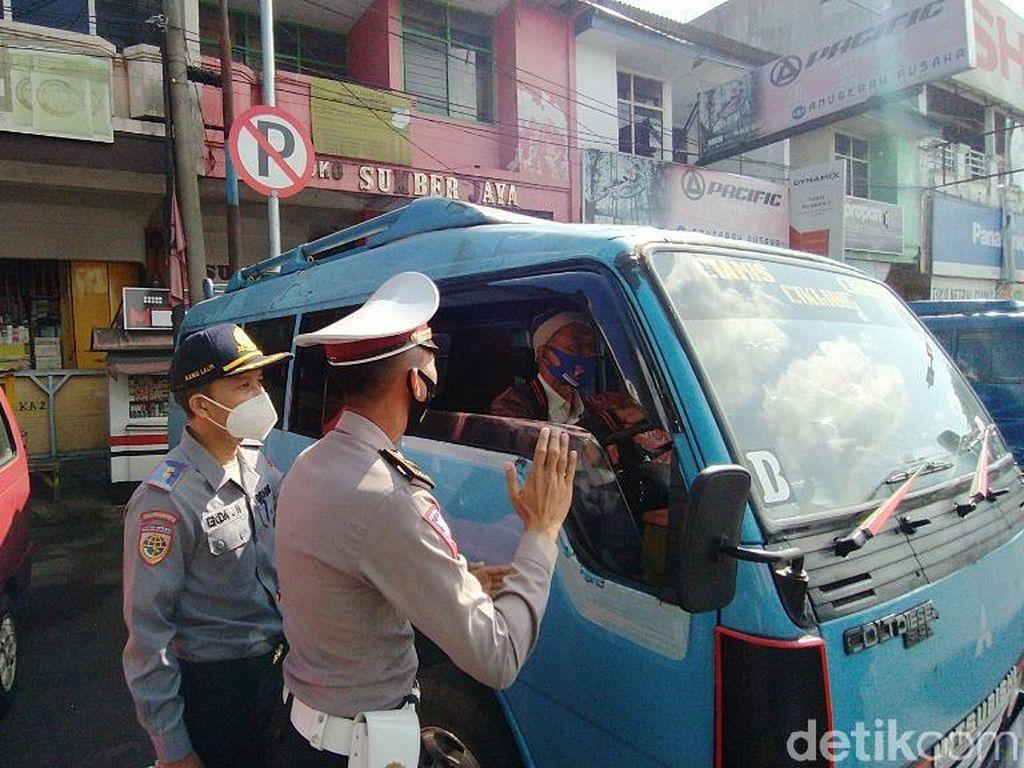Cegah Kemacetan, Petugas Gabungan Tertibkan Terminal Bayangan di Ciamis