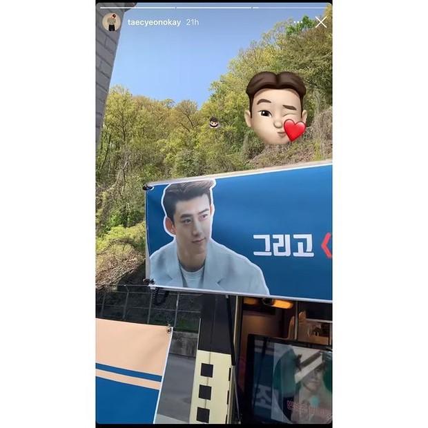 So Ji Sub kirim truk kopi untuk Song Joong Ki dan Taecyeon (foto: instagram.com/kworldfr)