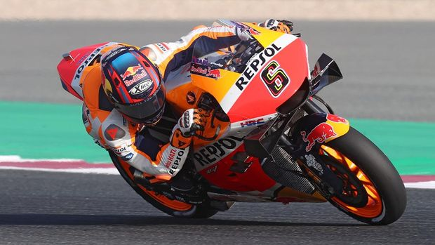 Repsol Honda Team's German rider Stefan Bradl drives during the warm up ahead of the Moto GP Grand Prix of Doha at the Losail International Circuit, in the city of Lusail on April 4, 2021. (Photo by KARIM JAAFAR / AFP)