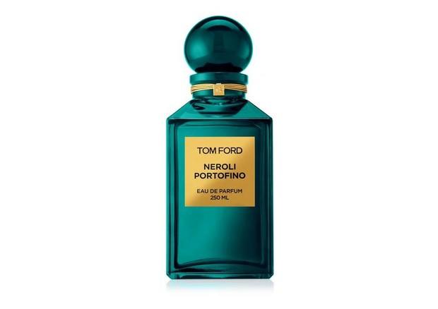 Parfum dengan aroma citrus untuk wanita dan pria ini, memiliki campuran sharp citruse, lavender dan amber.