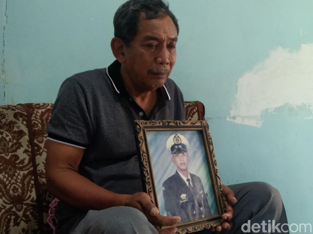 Masih Menanti Kabar, Ayah Doakan Kru KRI Nanggala-402 Selamat