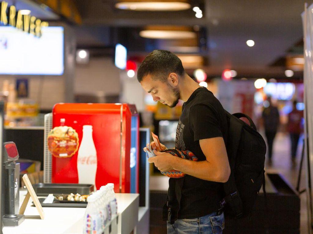 Dikira Muslim yang Tidak Puasa, Pria Ini Diperlakukan Kasar Saat Di Restoran