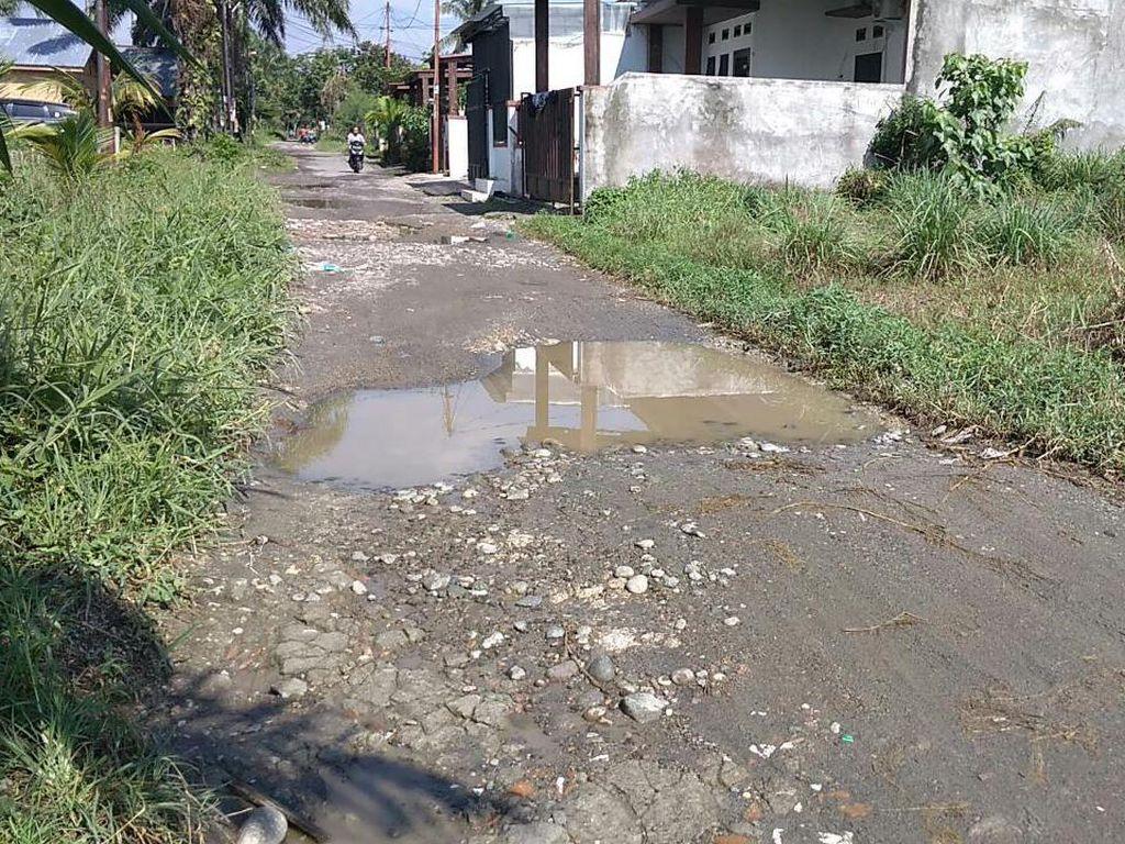 Belum Diperbaiki, Kerusakan Jl Harmonika-Jl Bunga Ester Medan Kian Parah