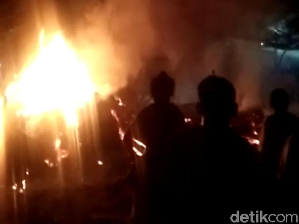 Tertidur Saat Masak Sahur, Rumah di Probolinggo Terbakar