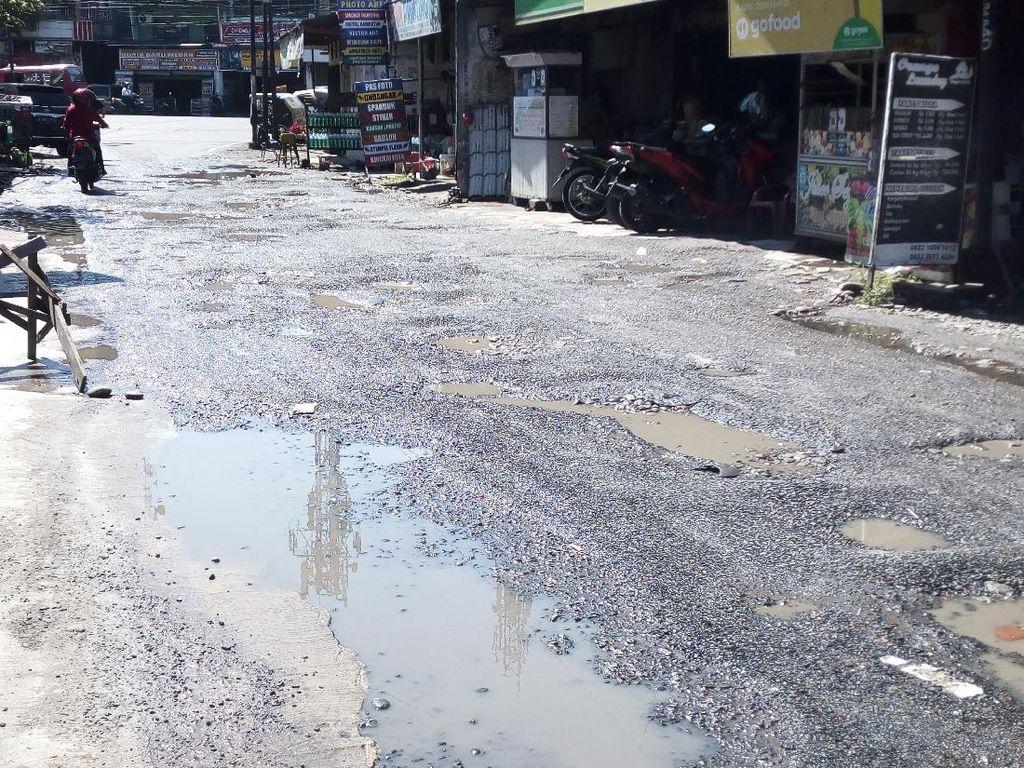 Perbaikan Jl Harmonika-Jl Bunga Ester Medan Tunggu Pengadaan Aspal