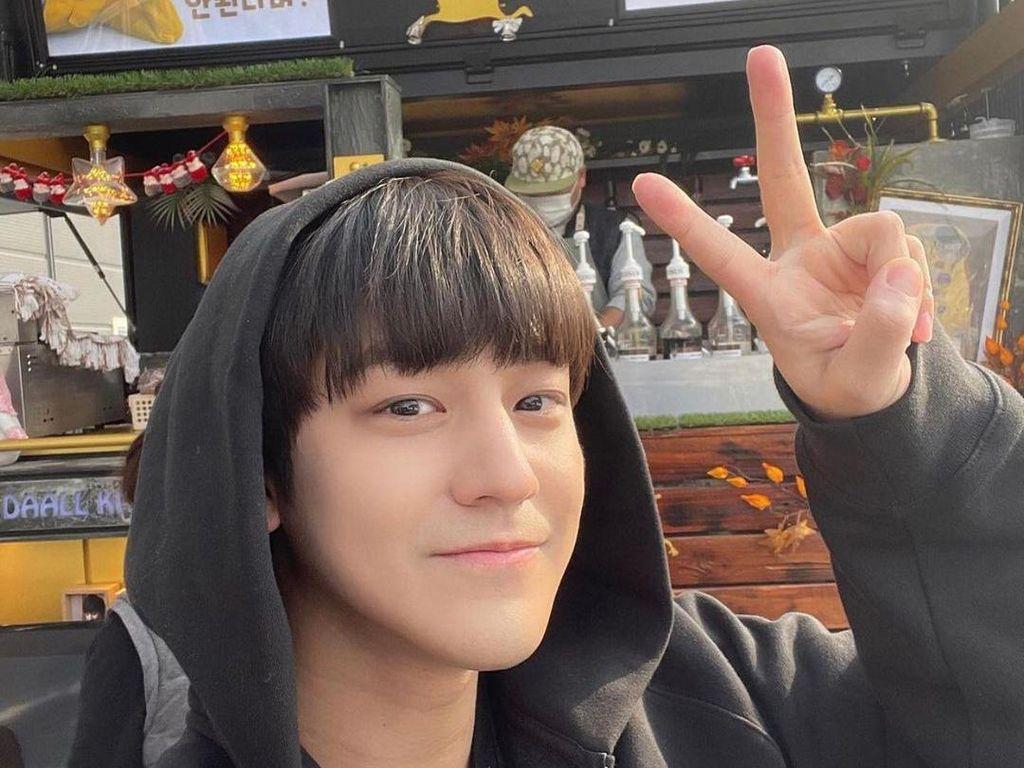 Kim Bum Saat Makan Bareng Lee Dong Wook dan Dapat Food Truck