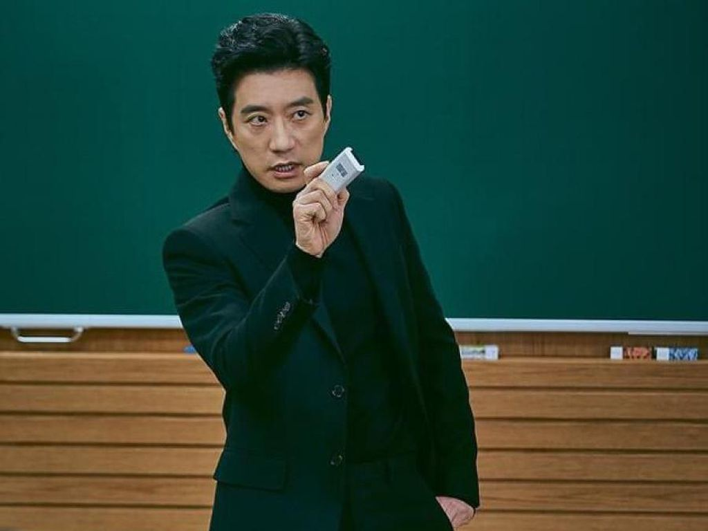 5 Artis Korea Ini Perankan Guru Baik Hati hingga Dosen Galak di Drama