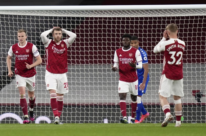 Arsenal's Calum Chambers, second left, reacts after missing a chance to score during the English Premier League soccer match between Arsenal and Everton at the Emirates stadium in London, Friday, April 23, 2021. (John Walton/Pool via AP)