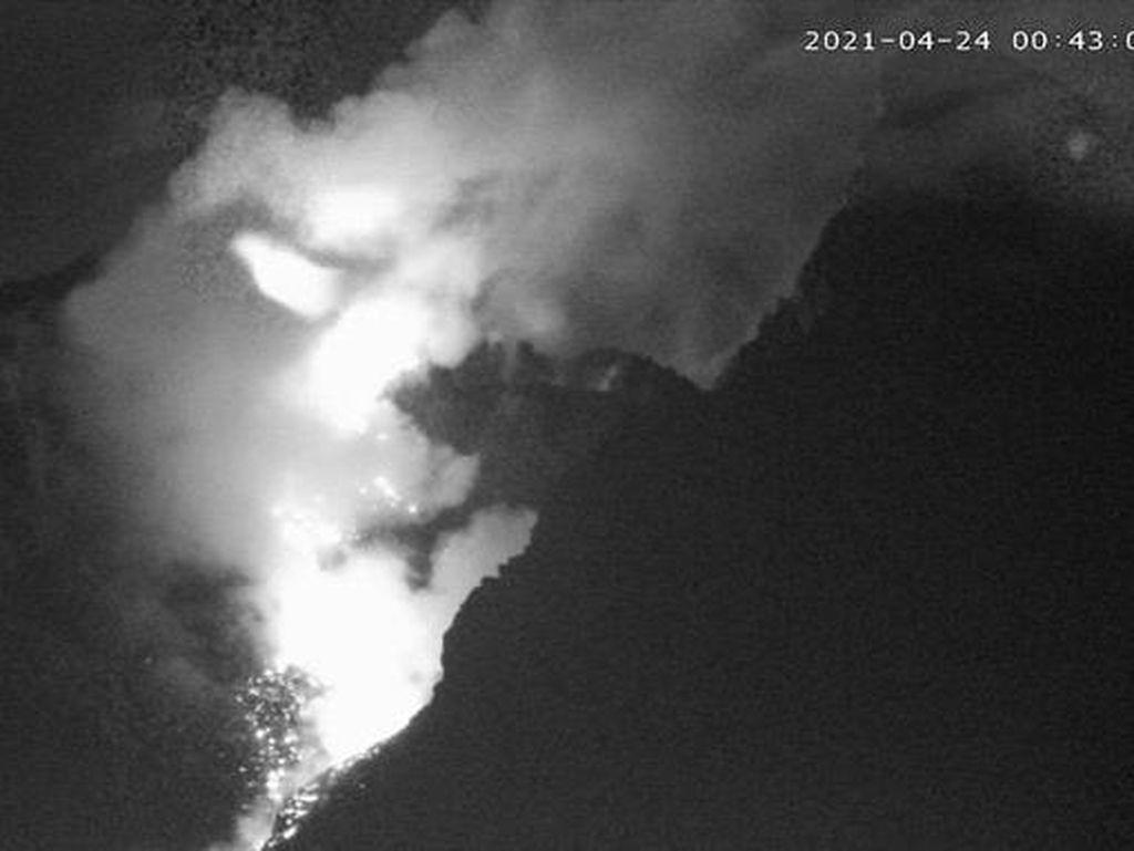 Gunung Merapi Luncurkan 6 Kali Awan Panas dalam 12 Jam