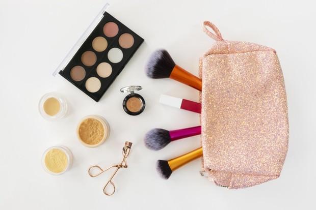 Peralatan makeup.