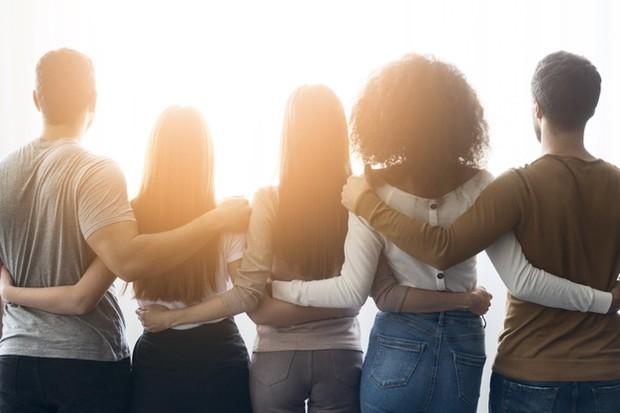 Kamu mungkin menyadari bahwa pertemanan yang kamu miliki berubah dari tahun ke tahun. Sahabat terbaik yang kamu miliki tahun lalu mungkin sudah tidak ada di lingkaran dalam pertemananmu lagi.