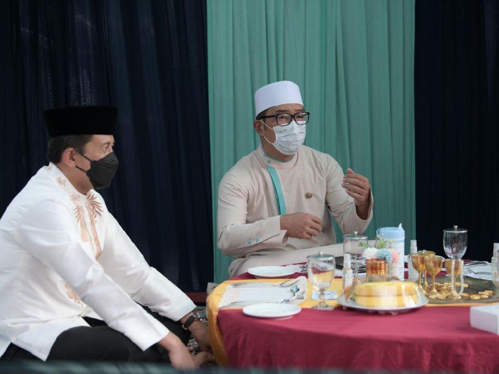680 Ribu Warga Jabar Serentak Buka Bersama on The Screen