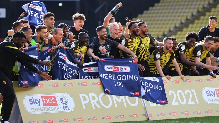 WATFORD, ENGLAND - APRIL 24: Players of Watford celebrate at the final whistle as they are Promoted to the Premier League following the Sky Bet Championship match between Watford and Millwall at Vicarage Road on April 24, 2021 in Watford, England. Sporting stadiums around the UK remain under strict restrictions due to the Coronavirus Pandemic as Government social distancing laws prohibit fans inside venues resulting in games being played behind closed doors.  (Photo by Richard Heathcote/Getty Images)