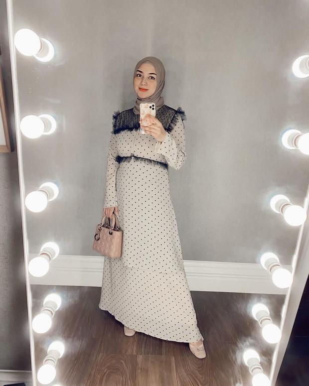 Citra Kirana dengan gamis motif polkadot/instagram.com/citraciki