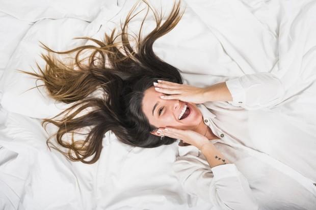 Ketiga fenomena ini melibatkan cairan yang keluar dari kandung kemih saat berhubungan seks. Squirting adalah pengeluaran urin saat orgasme. Ejakulasi wanita adalah pelepasan urin dan zat dari kelenjar skene.